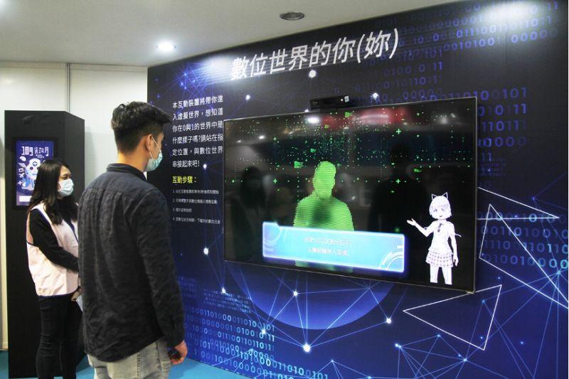 中華電信今年不僅有自己的品牌館,以5G為核心展出多項產品特色,在影音串流、數位互動、手機遊戲,透過5G網路在雲端感受遊戲的樂趣及4K影音高畫質的享受。